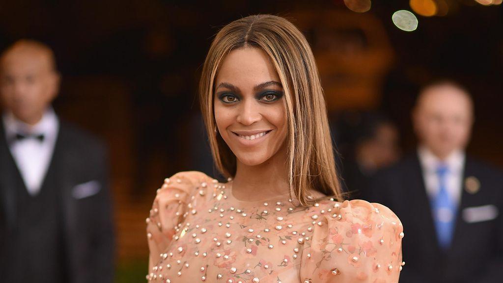 Penampilan Beyonce Bergaun Latex Superketat ini Yay or Nay?