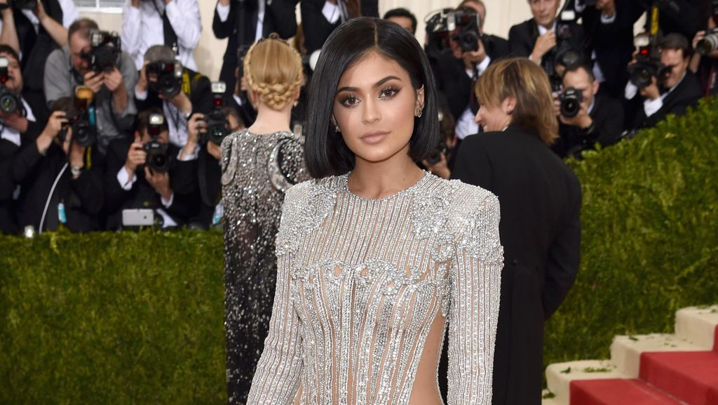 Dada Lebih Besar, Kylie Jenner Diduga Implan Payudara