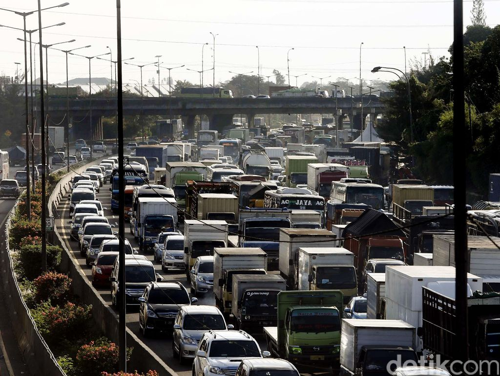 Tol Jakarta-Cikampek Sering Macet, BPTJ: Beton Proyek Disimpan di Tengah Tol