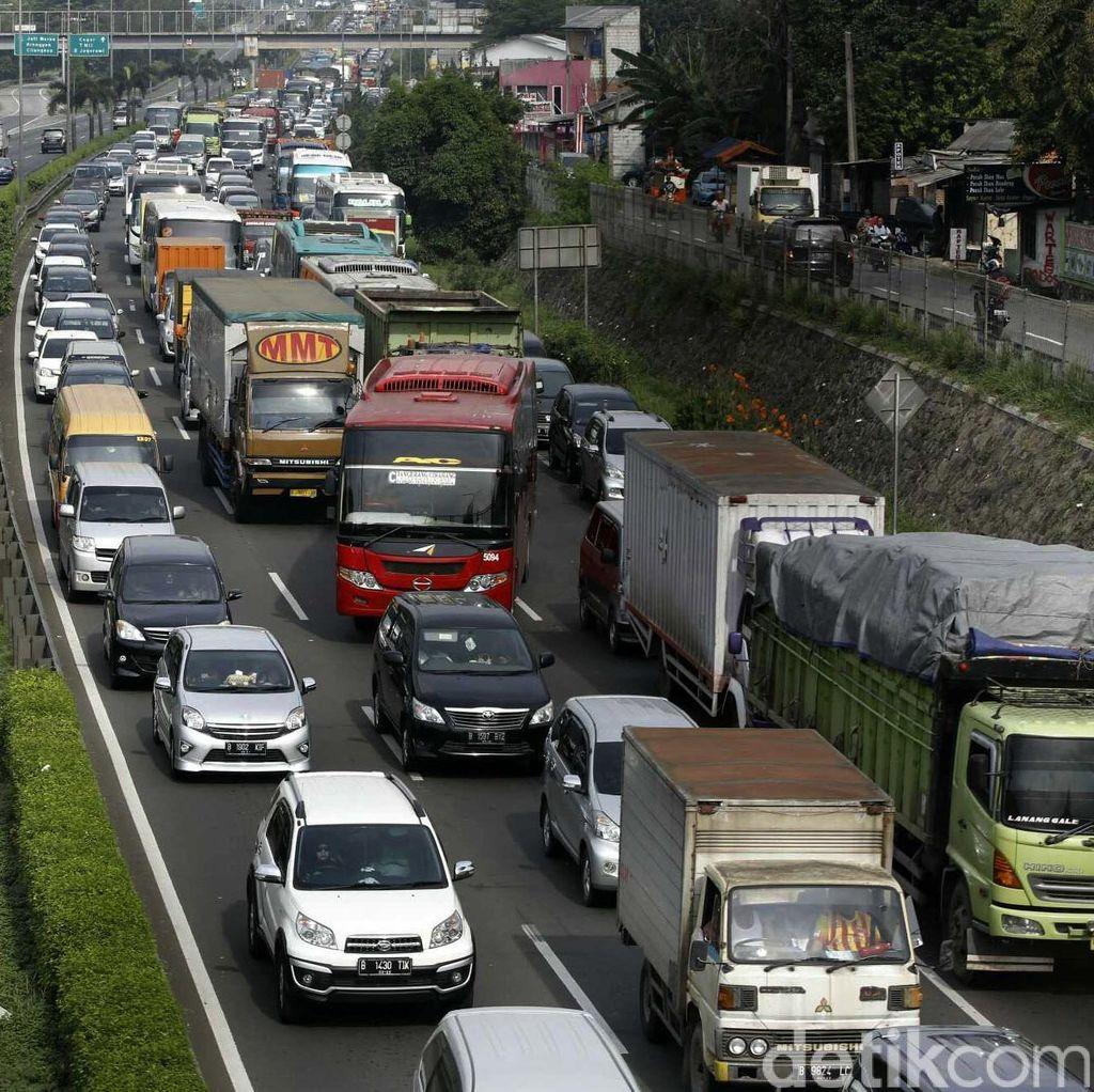 Jalan Amblas di KM 17 Tol Jakarta-Cikampek Masih Diperbaiki, Lalin Macet 10 KM
