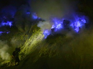 Api Biru Ijen yang Cuma Ada 2 di Dunia