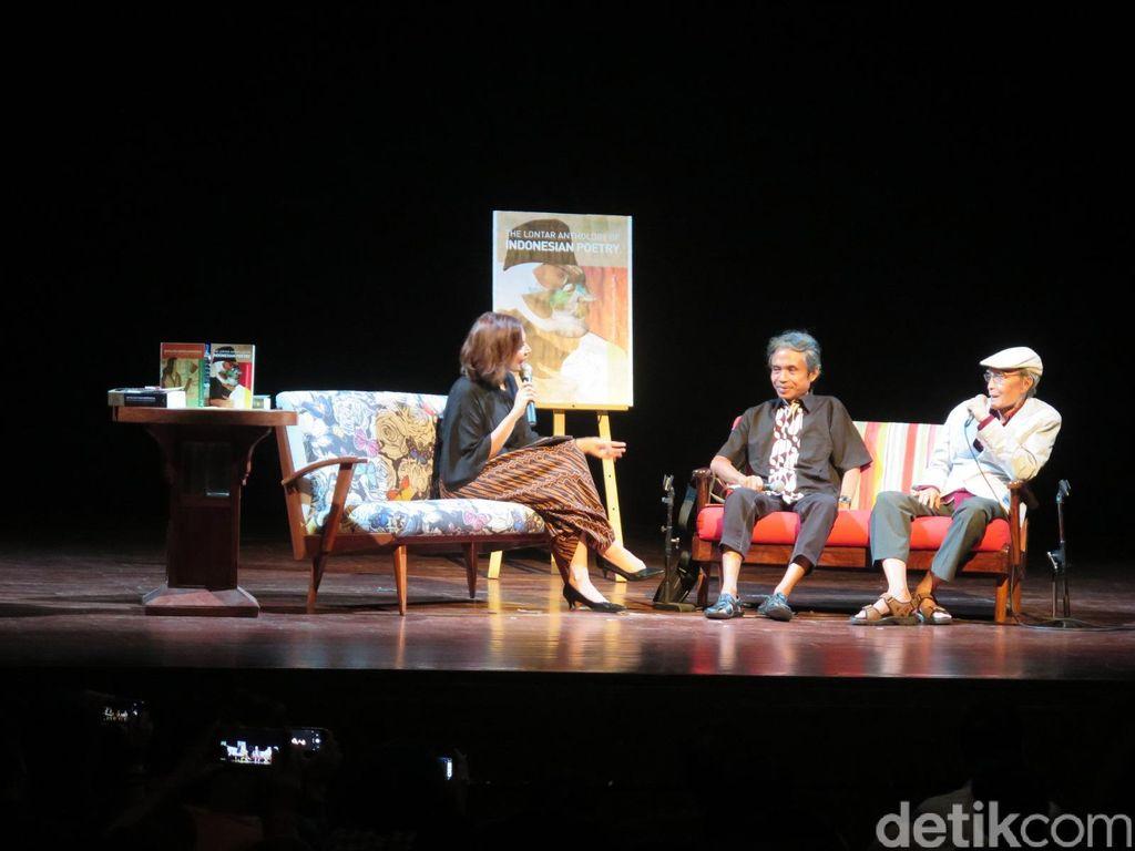 Diskusi Dua Legenda Sastra Indonesia Berlangsung Penuh Tawa