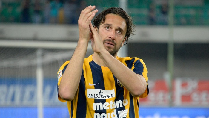 Luca Toni of Hellas Verona Greets and thanks fans after his last match after the Serie A match between Hellas Verona FC and Juventus FC at Stadio MarcAntonio Bentegodi on May 8, 2016 in Verona, Italy.