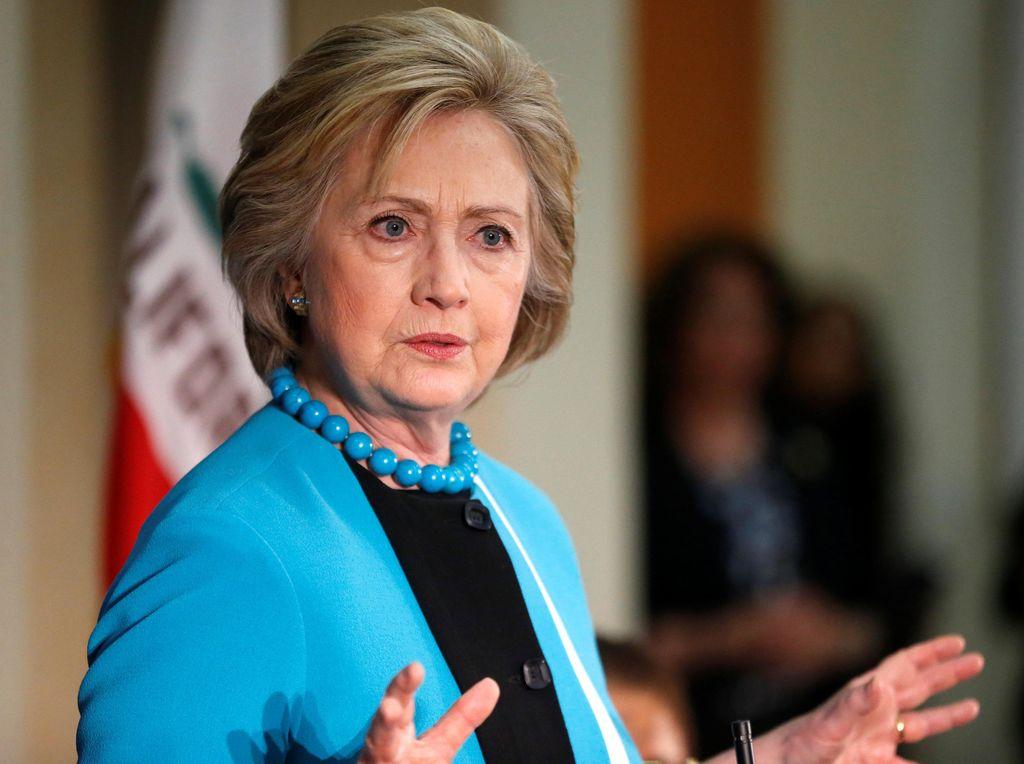 Hillary Clinton Sebut Donald Trump Penipu