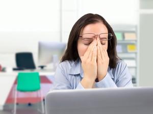 8 Cara Usir Rasa Kantuk di Kantor