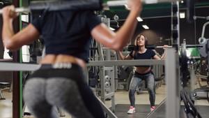 Cerita Devi Terkilir Saat Fitnes yang Berujung Gugatan Rp 1 Miliar