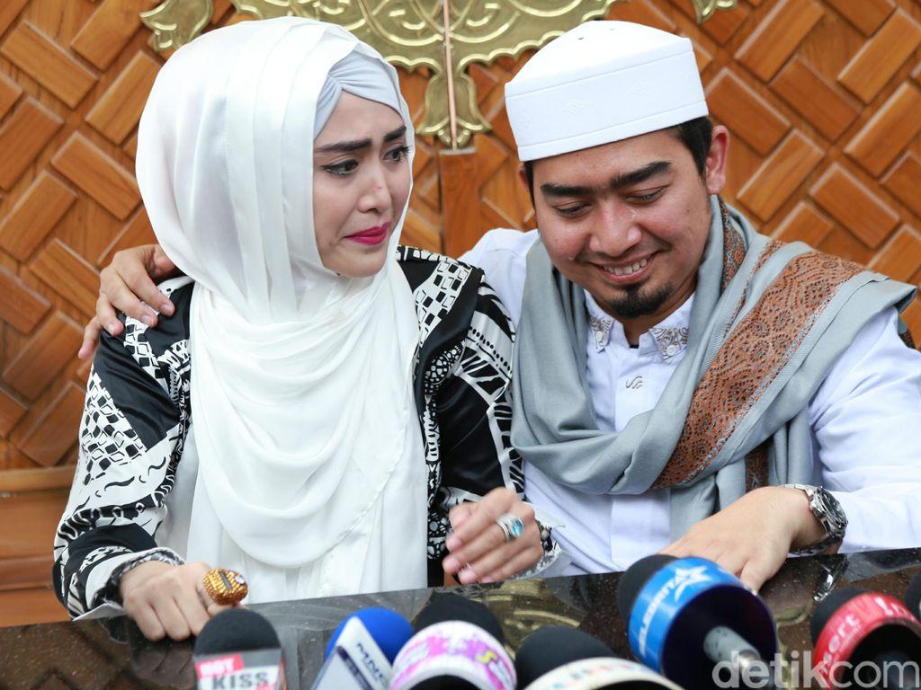 Takut Dipoligami, April Jasmine Sempat Ogah Sama Ustaz Solmed