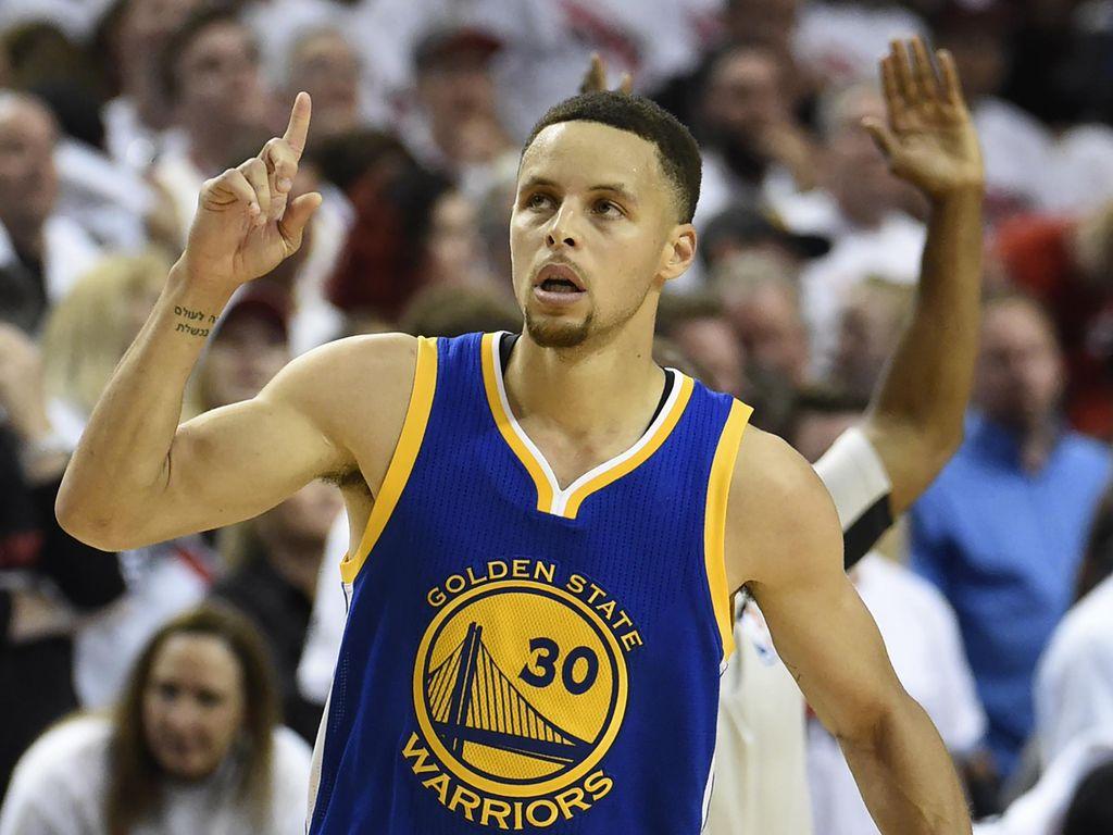 Curry Pertahankan Gelar MVP, Ukir Sejarah