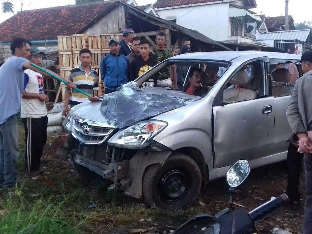 Warga Ngamuk dan Rusak Mobil Pencuri Tiga Domba di Bandung Barat