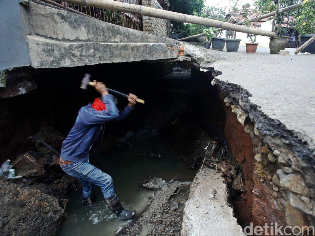 Jalan Ambles di Perumahan Ceger Diperbaiki