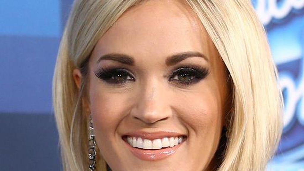 6 Selebriti yang Lakukan Makeup Sendiri Saat Datang ke Acara Formal