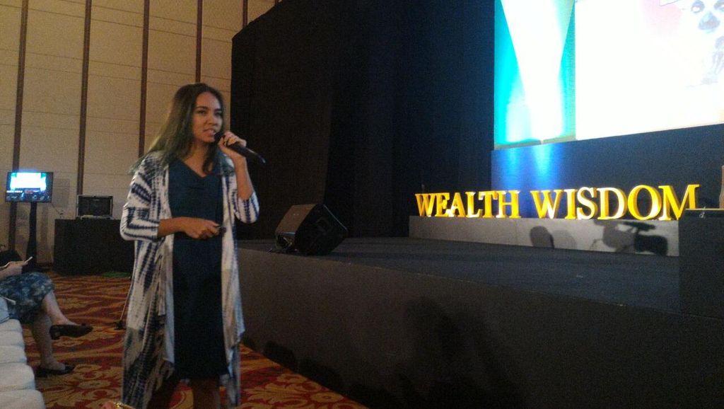 Wanita Muda Bisa Raup Belasan Juta Rupiah Berkat Jalan-jalan