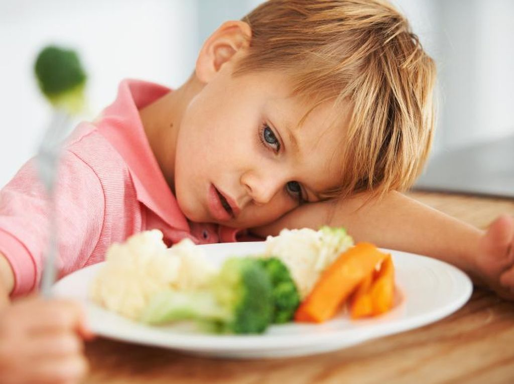 Anak Rewel Saat Makan, Ahli Sarankan Ajak si Kecil Bermain dengan Makanan