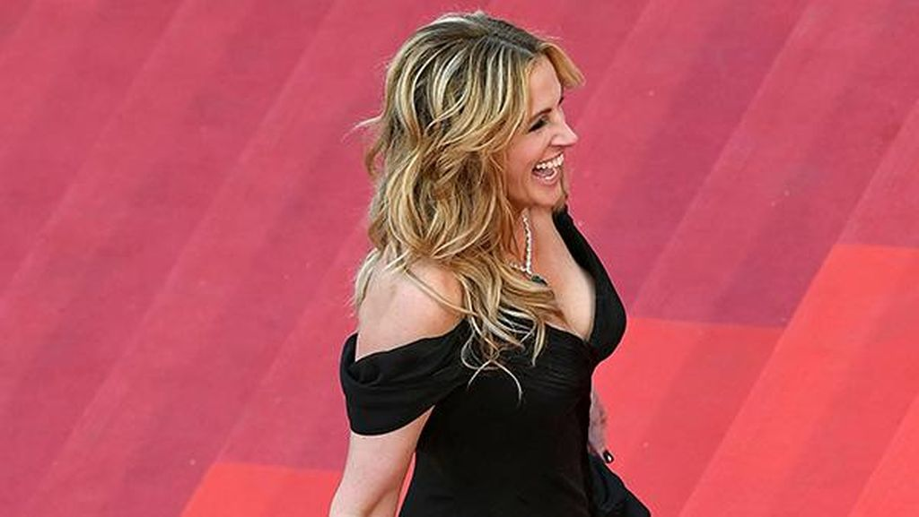 Foto: Penampilan Julia Roberts Tanpa Alas Kaki di Festival Film Cannes