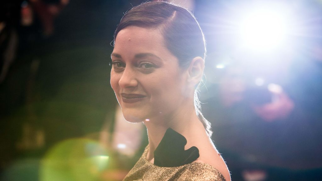 Marion Cotillard, Flawless and Sexy in Gold