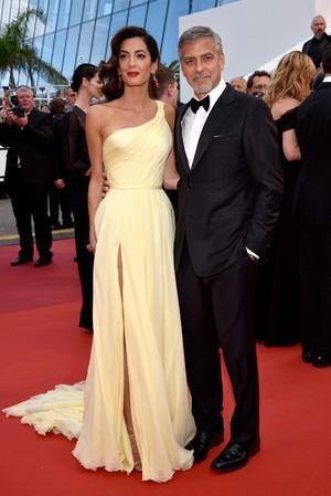 Perut Nampak Membesar, Istri George Clooney Hamil?