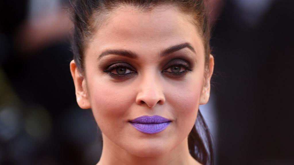 Foto: Penampilan Berani Aishwarya Rai di Cannes, Pakai Lipstik Ungu Terang