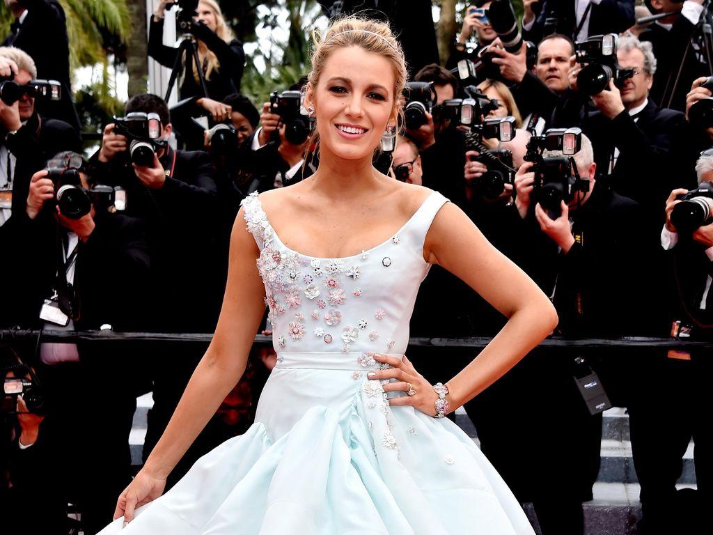 Hamil Anak Kedua, Blake Lively Tampil bak Cinderella di Red Carpet Cannes