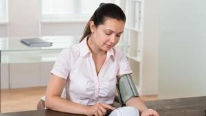 Penyebab Tekanan Darah Jadi Lebih Tinggi Saat Hamil dan Menopause