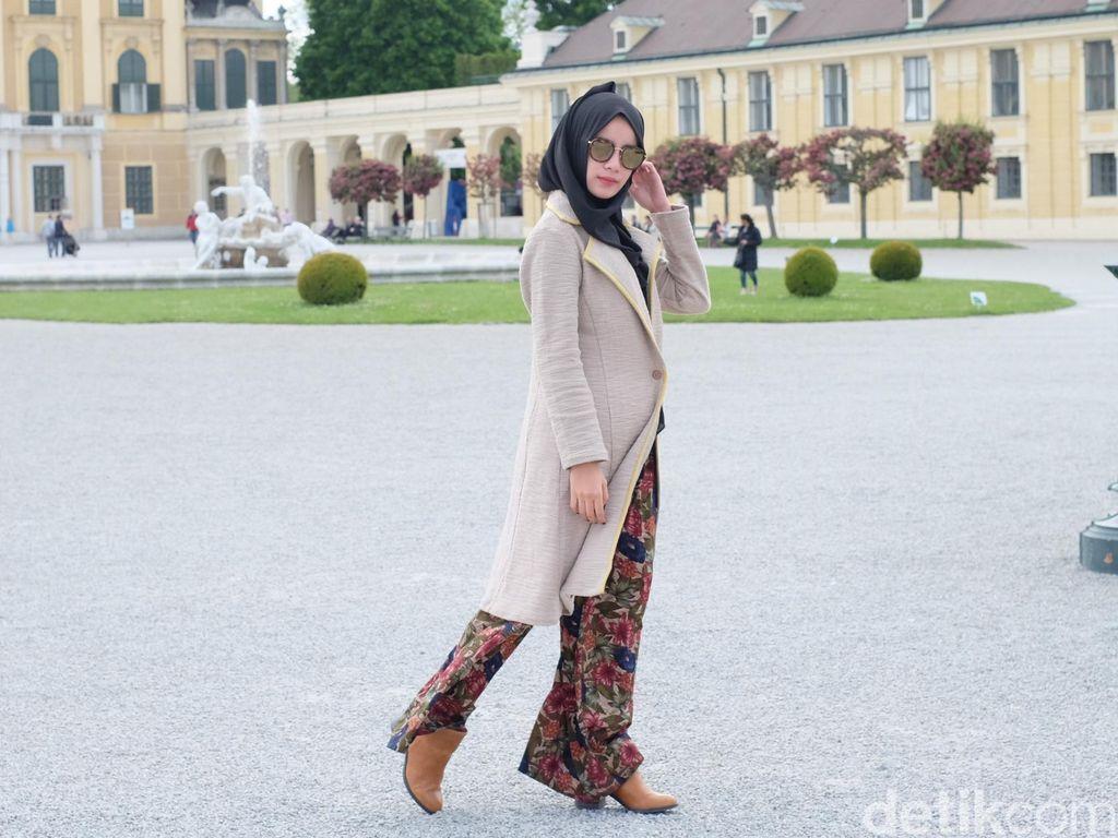 OOTD: Cantiknya Aghnia Punjabi Saat Kunjungi Istana Terbesar di Austria