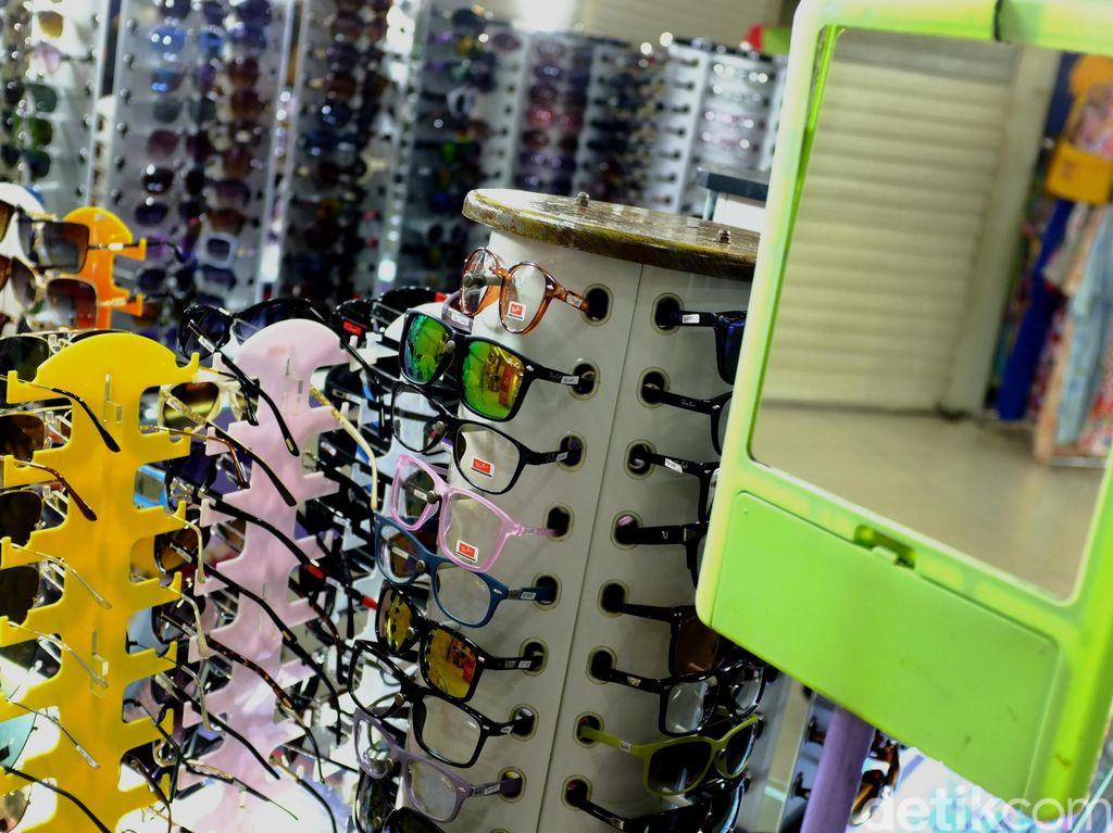 Kata Dokter Soal Membeli Kacamata Siap Pakai di Pinggir Jalan