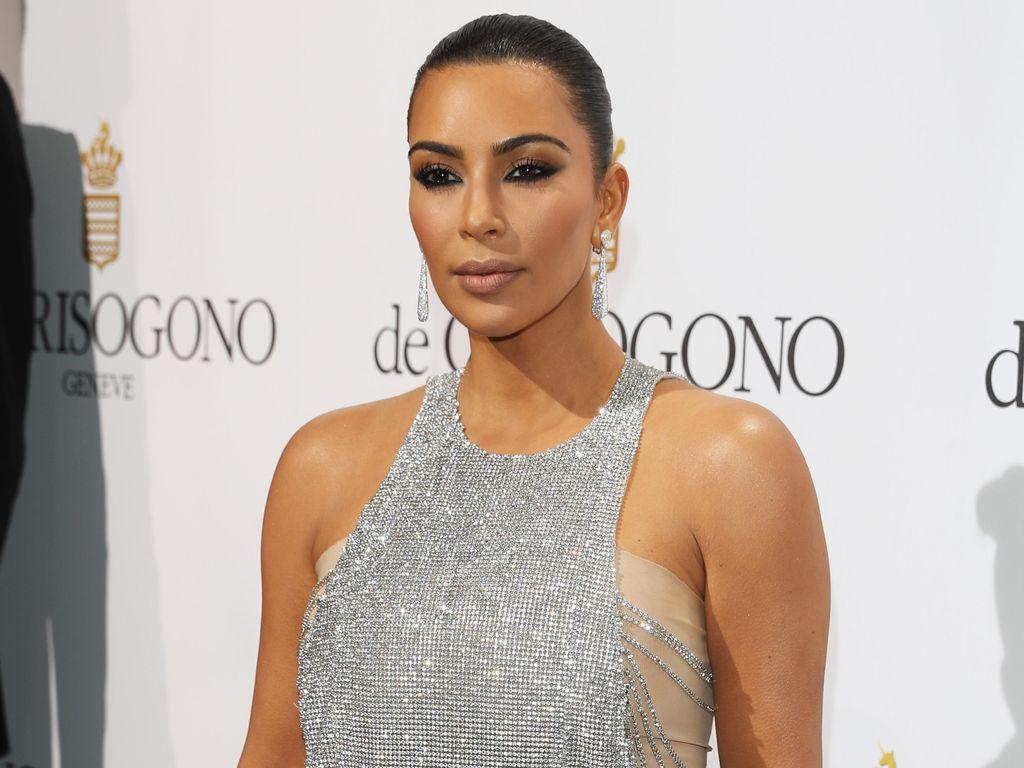 Foto: Gaya Seduktif Para Supermodel di Karpet Merah Cannes