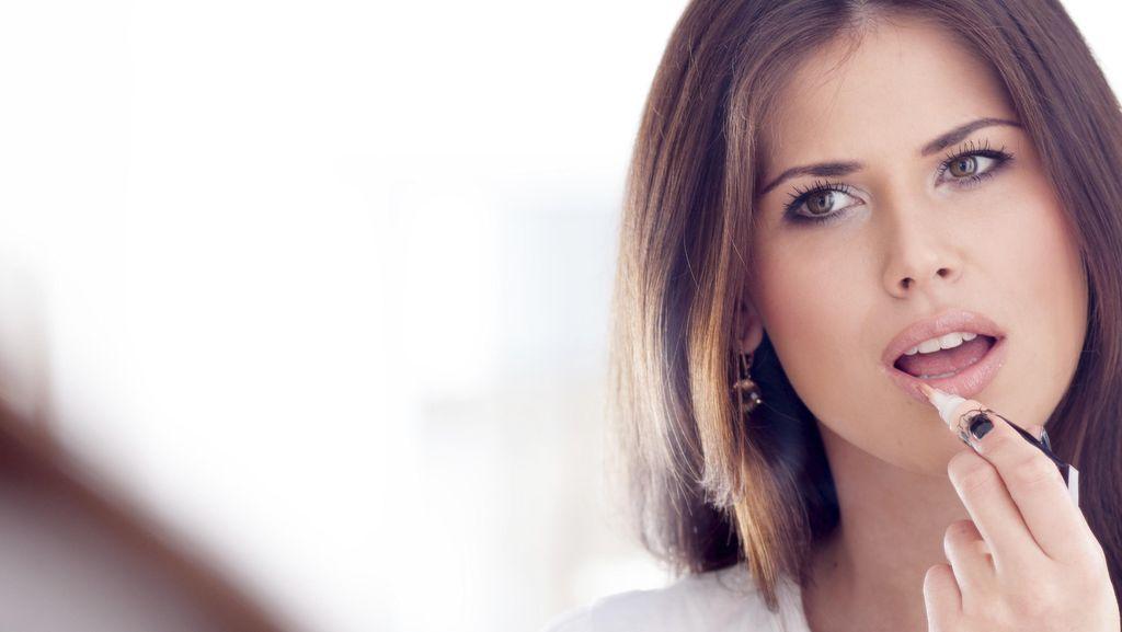 Lipstik Hingga Maskara, Produk Makeup yang Sebaiknya Tidak Dipinjamkan