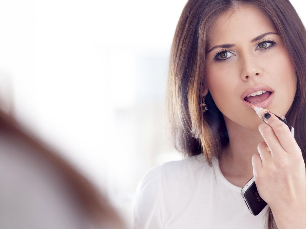 Dear Ladies! Dokter Titip Pesan Biar Lipstik Tak Jadi Penyebab Kanker Mulut