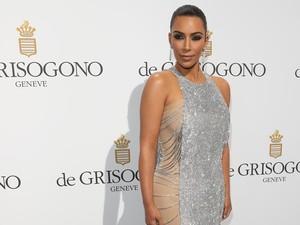 Kim Kardashian Terpaksa Disuntik untuk Obati Bokong Bersisik