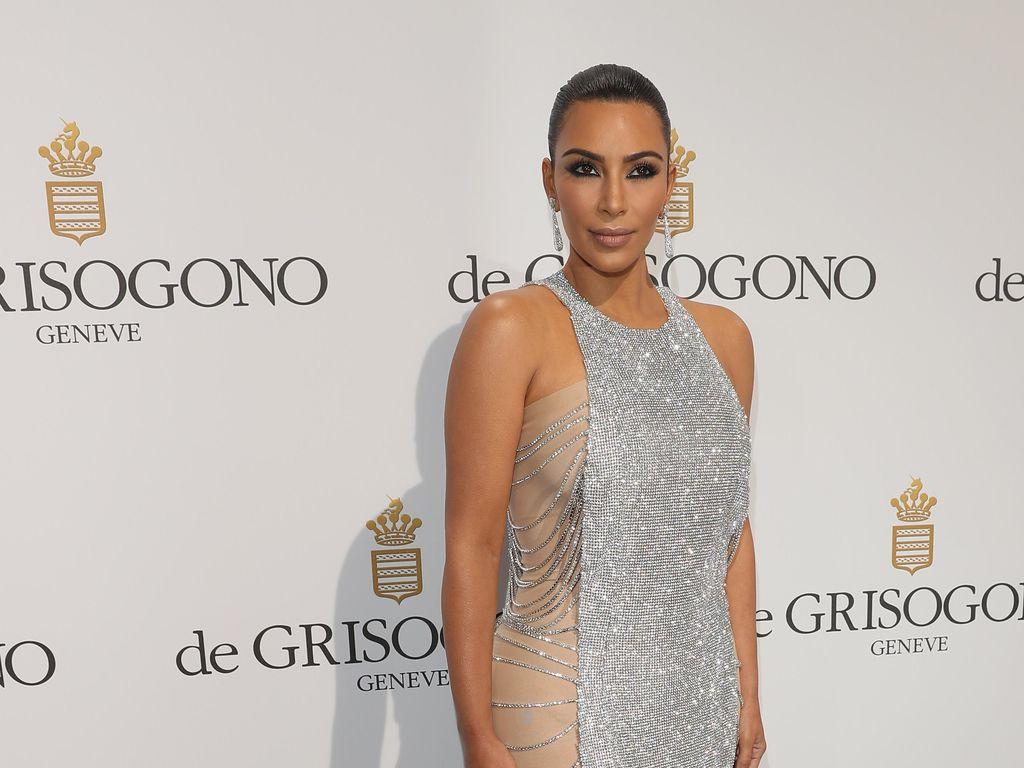 Hadir di Red Carpet Cannes, Kim Kardashian Tampil Berbalut Permata