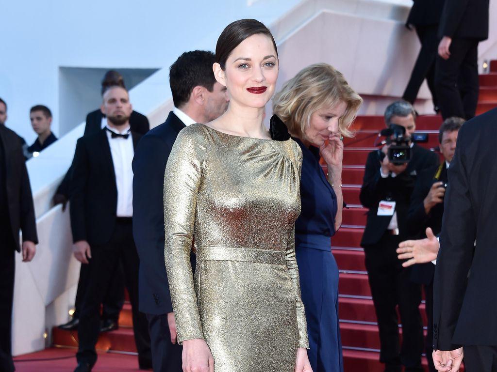 Cerita di Balik Gaun Emas Dior yang Dikenakan Marion Cotillard di Cannes