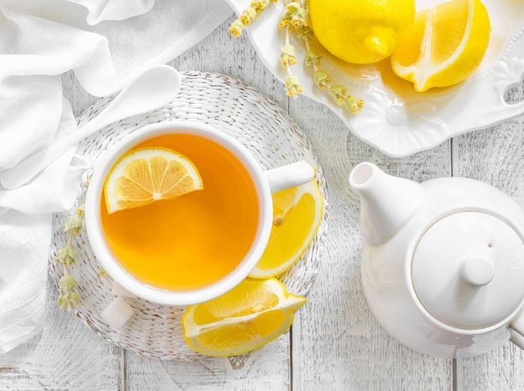 Ini 3 Manfaat Sehat Minum Secangkir Lemon Hangat Tiap Pagi
