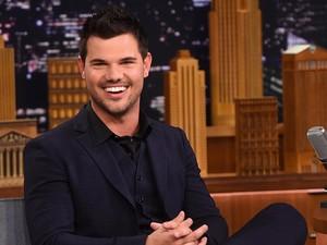 Taylor Lautner Benarkan Taylor Swift Bikin Back to December Untuknya