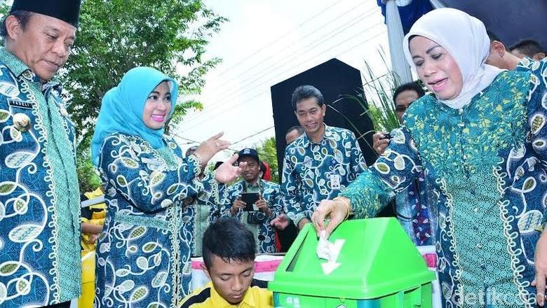 Tempat Sampah Ciptaan Pelajar di Lamongan ini Dilengkapi Nada Terima Kasih