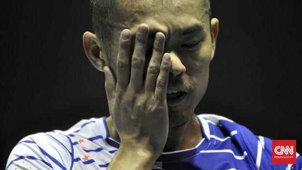 Lin Dan yang tampil sebagai tunggal kedua sukses menunjukkan kematangannya. Lin Dan mampu bermain tenang dan menang atas Lee Dong Keun. (CNN Indonesia/Putra Tegar)