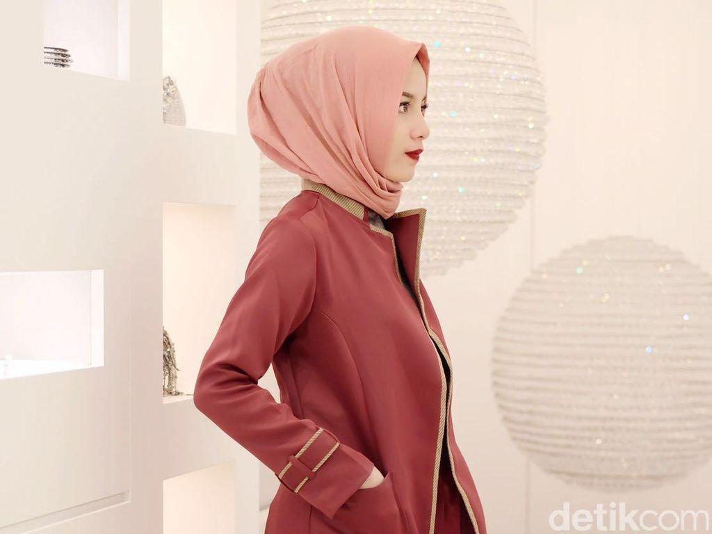 Inspirasi Modestwear ala Hijabers Aghnia Punjabi Saat Berada di Eropa