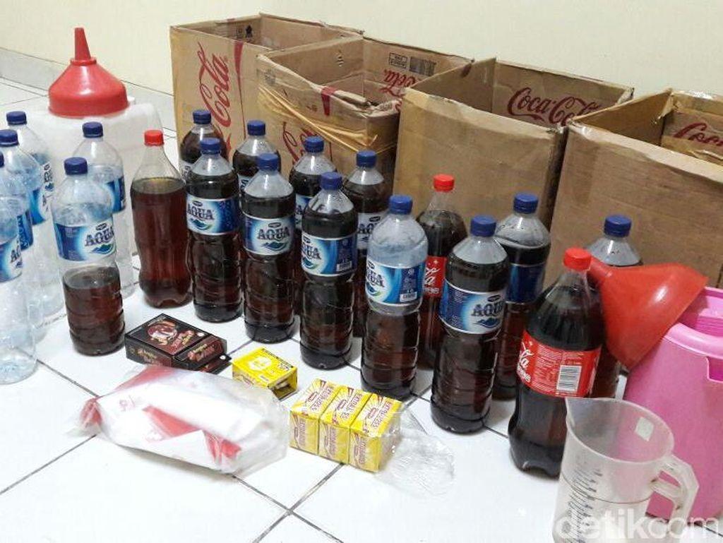 Toko Jamu Penjual Miras GG di Depok Dirusak Massa