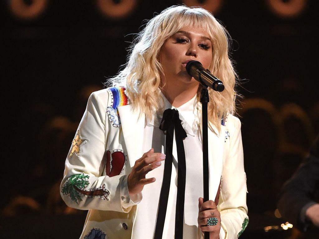 Album Baru Kesha Terinspirasi dari Pesawat UFO
