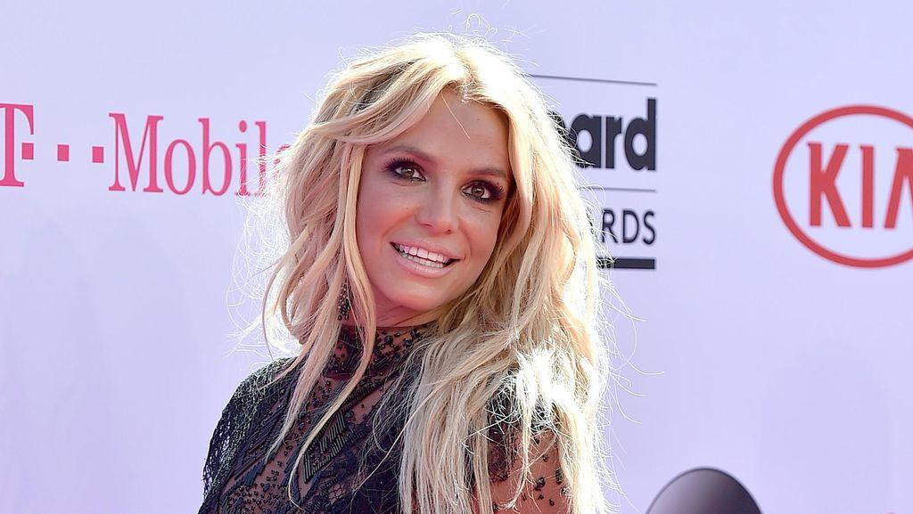 Kepopuleran Britney Spears Dimanfaatkan oleh Sang Kekasih?