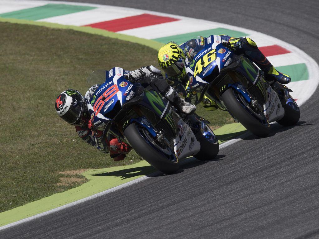 Beruntungnya Lorenzo, Sialnya Rossi