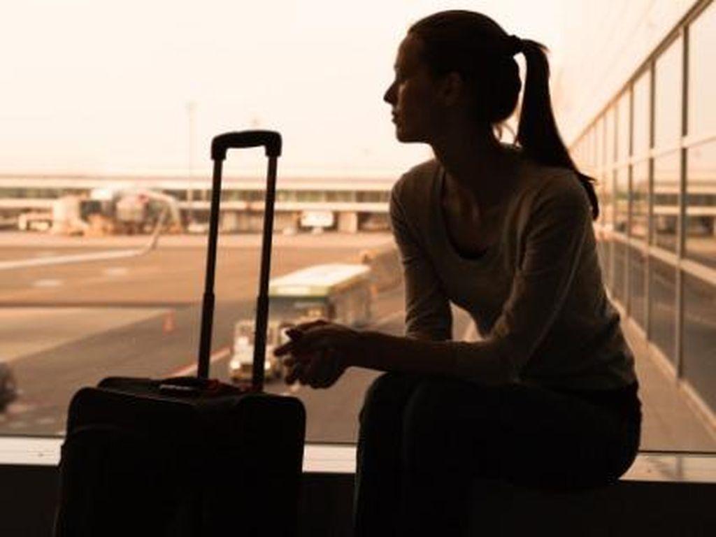 Duh! Turis Cantik Kehilangan Foto Telanjang Saat Liburan