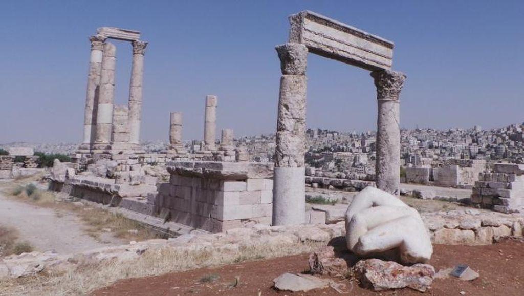 Sisa Tangan Hercules di Yordania