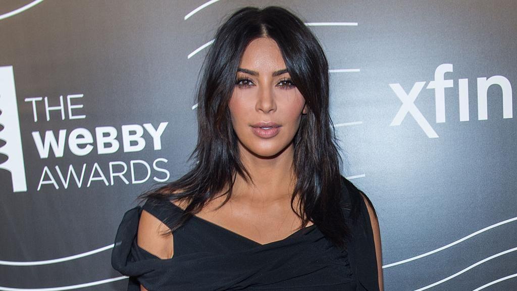 Pasca Perampokan Paris, Kim Kardashian Baca Buku Tentang Kematian