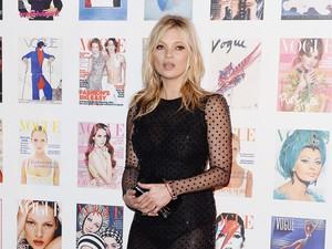 Patung Emas Kate Moss Diprediksi Terjual Rp 1,5 Miliar