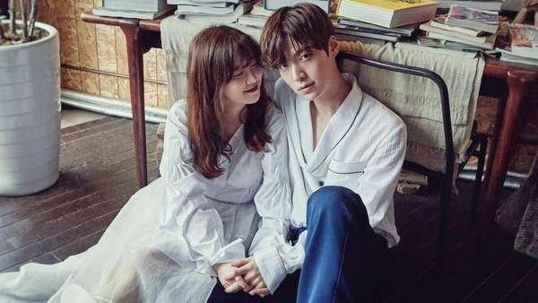 Foto Mesra Ahn Jae Hyun dan Goo Hye Sun ini Dijamin Bikin Fans Iri!