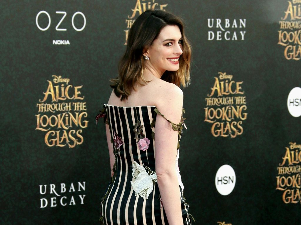 Anne Hathaway Rayakan 15 Tahun The Princess Diaries