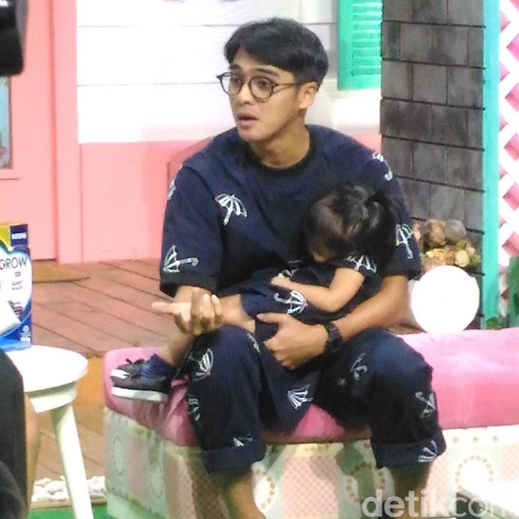 Syuting Demi Cinta, Ricky Harun Dikejar Fans di Pasar Malam