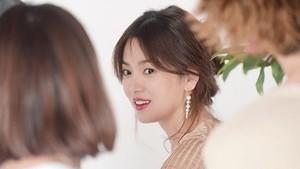 Song Hye Kyo Tampil dengan Rambut Pendek Lagi, Makin Cantik?