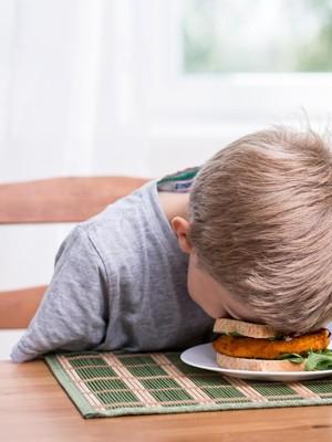 3 Langkah Mengajarkan Pola Makan Sehat Pada Anak: Menyusu Hingga Beri Pengertian
