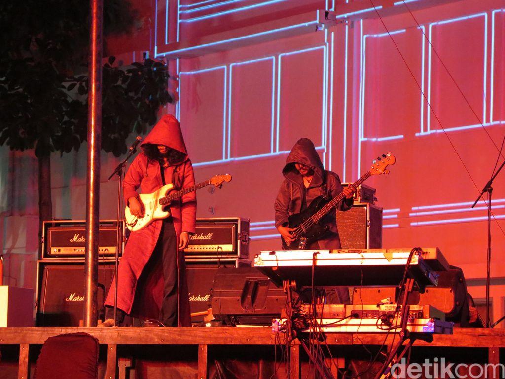 Semendelic & Kawanan Ramaikan Pembukaan Mandiri ART|JOG|9